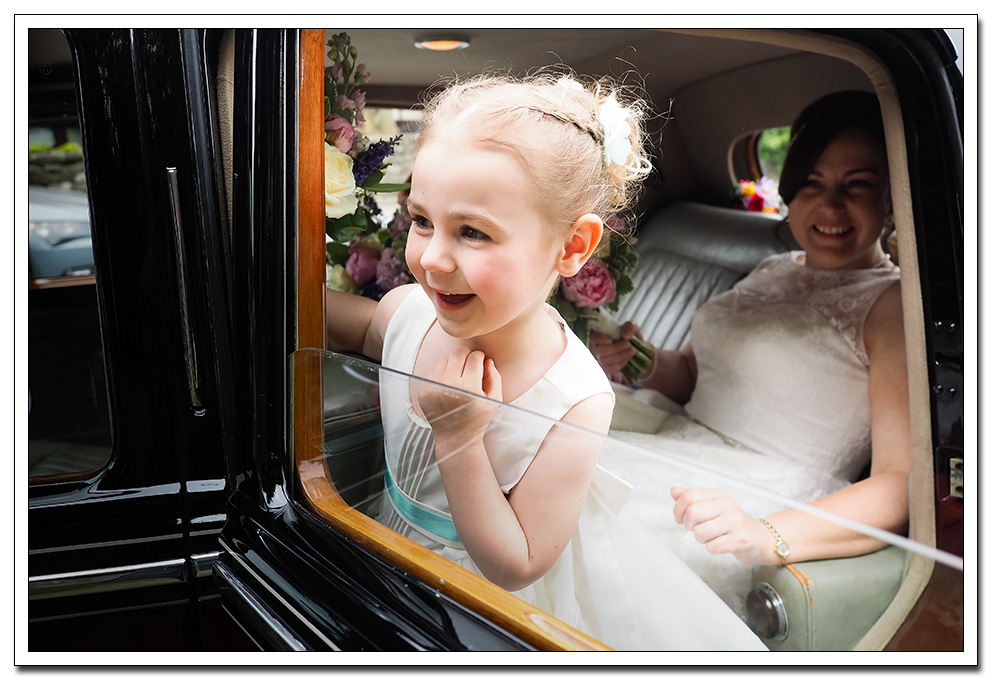bride and daughter church arrival