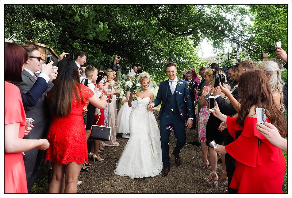 bride and groom confetti image
